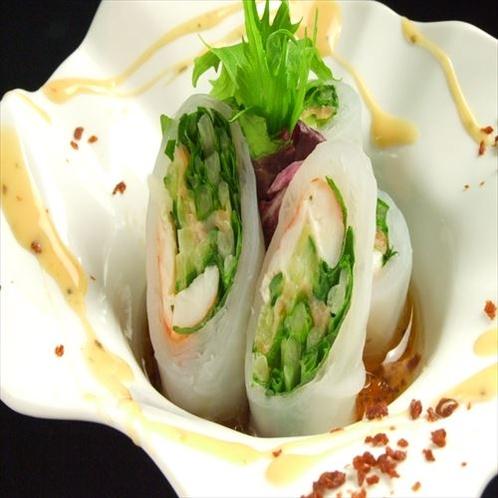 【旬菜ダイニング グーブ】海老とトロサーモンの生春巻きが一番 人気!