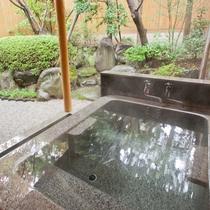 [山茶亭/楠]和室10畳・重厚な石風呂