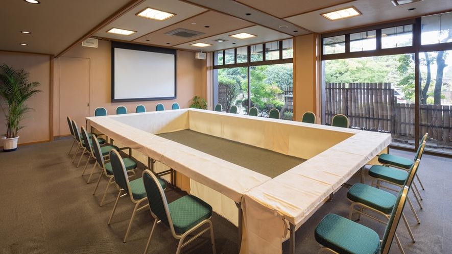 【多目的ホール「山もみじ」】お食事処、各種会議場としてご利用いただけます