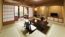 【山茶亭/藤】気品のある落ち着いた雰囲気の和室です。