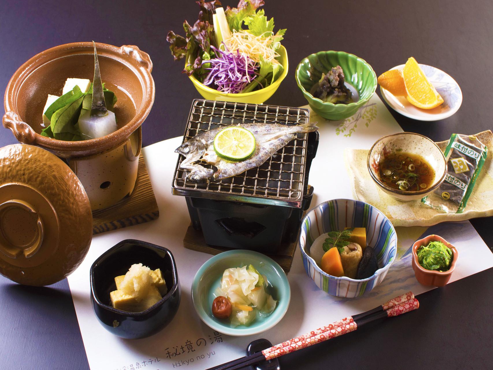 朝食例<和定食>季節の旬食材を使用。あったかご飯とお味噌汁もご一緒にお召上がり下さい♪