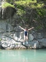 6年生が川へ飛び込み!