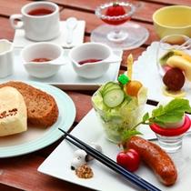 職人さん直伝の自家製で焼いたパンが人気の朝食