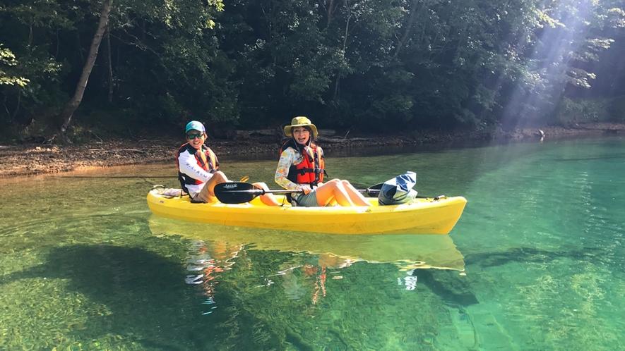 *菅沼/本州で第1位の透明度を誇る、エメラルドグリーンの湖面―感動のカヌー体験を