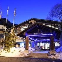 *外観(冬)/関東最大級のゲレンデ、ホワイトワールド尾瀬岩鞍敷地内のホテルです。ゲレンデまで徒歩0分