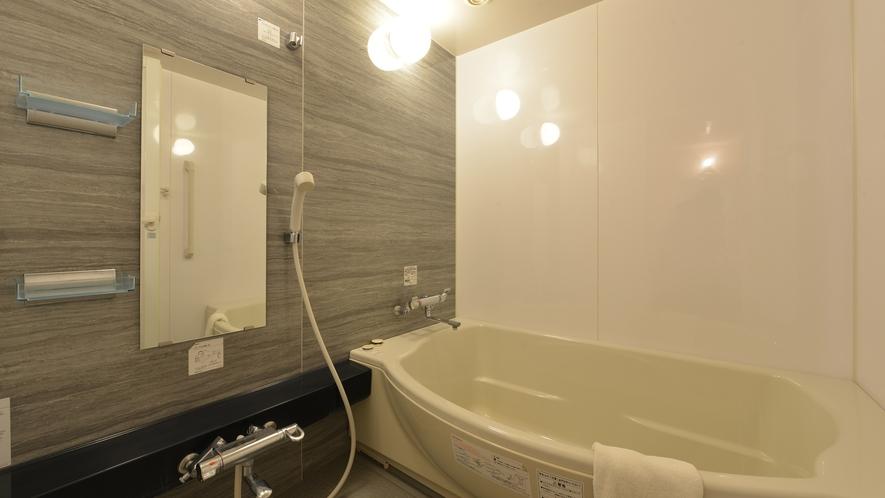 *和洋室(一例)/バスタブ広め、リニューアル済みのお部屋もございます。