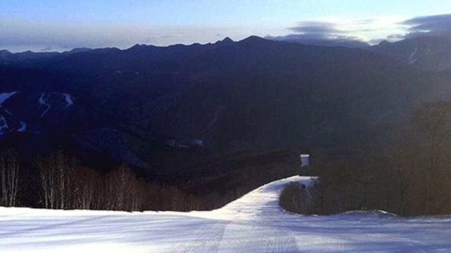 *徒歩0分のゲレンデだから、朝一番から滑れちゃいます。美しい景色、パウダースノーも独り占め?