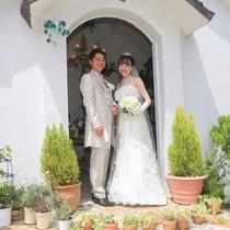 プロポーズは花の森の小さなチャペルで♪