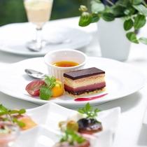 <季節のフレンチフルコース・グレードアップ>デザートも趣向を凝らした一品をお出しいたします。