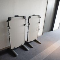 ズボンプレッサーは洋室廊下に設置しております