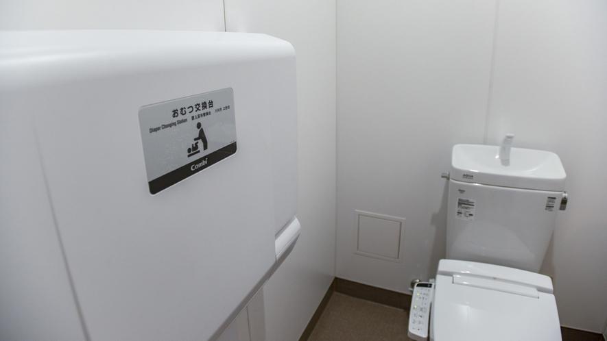 【男女大浴場】 Combi おむつ交換台新設!ママもパパも使いやすい、ベッド高さ800mmの赤ちゃん