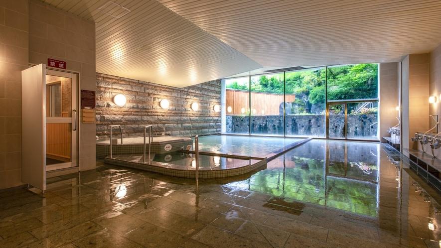 【男性大浴場】「青葉の湯」浴場内は清潔で明るく、洗い場も