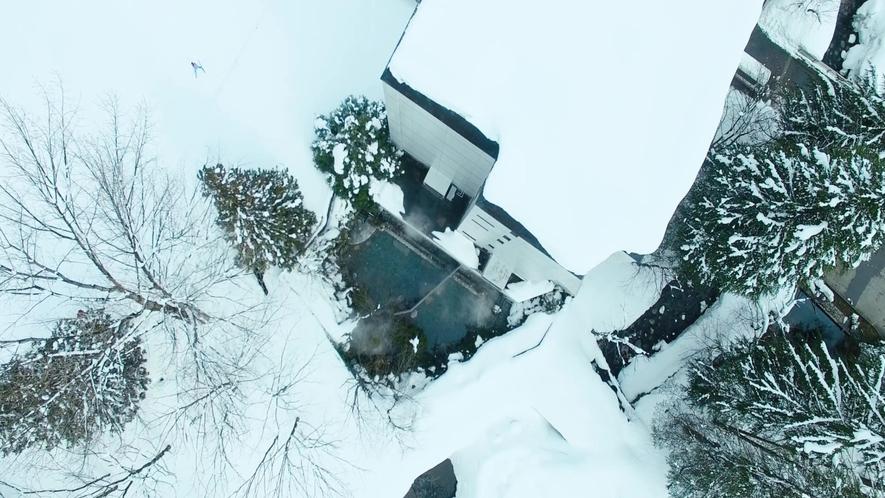 冬には雪見露天を楽しむことが出来ます。