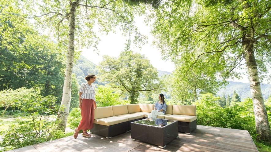 Greenシーズン『湯沢高原アルプの里』木漏れ日テラス