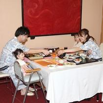 【お夕食】レストランお食事風景