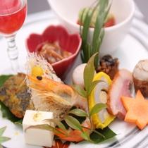 『極』・『彩花の前菜』 食前酒 杏酒 (一例)