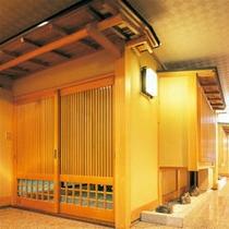 緑水亭客室 お部屋への入り口