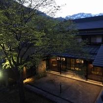 夕方の中庭