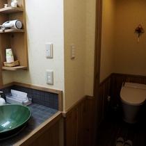 和モダン「しょうぶ」洗面台と洗浄付トイレ