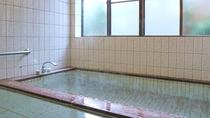 *男湯/豪華なお風呂ではございませんが、のんびりとご利用ください。