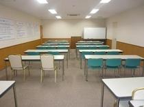 【会議室(中)】大・中・小の会議室がございます