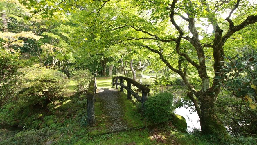 【庭園】何百年と昔に造られた庭園は、名のある聖人が造られました。「心」を模った池に、その想いが伺えま