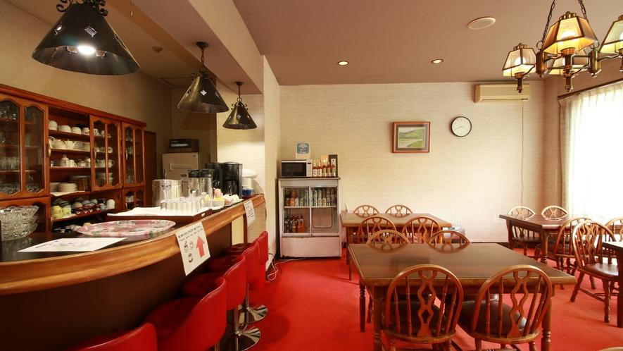【ラウンジ】コーヒーやお茶等のドリンクサービスがあります。滞在中はご自由にお飲みいただけます。