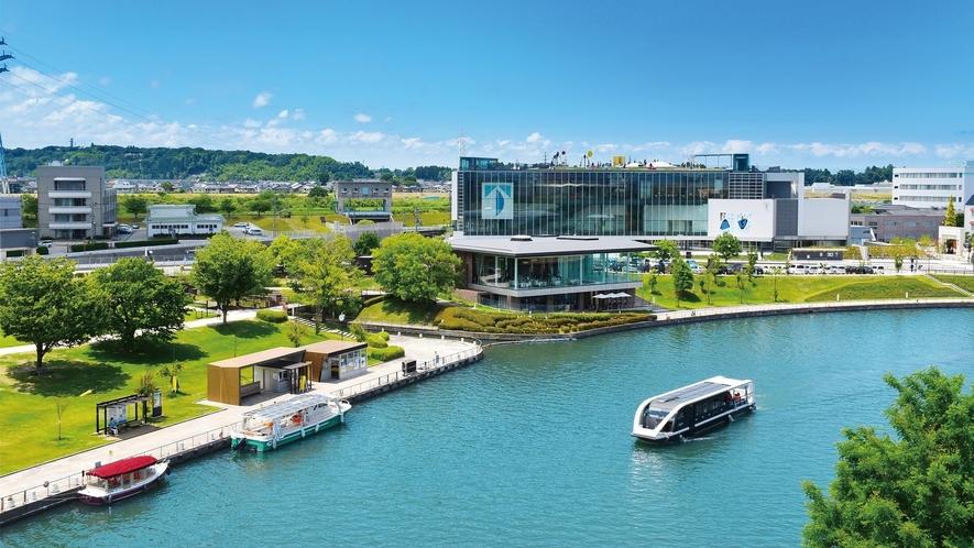 富山県美術館と富岩運河環水公園
