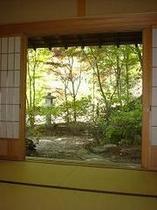 和室から眺める日本庭園・・・極みの家