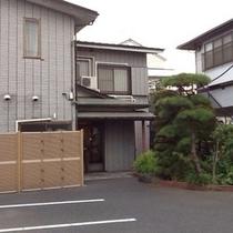 外観 / The external appearance of our hotel &Parking