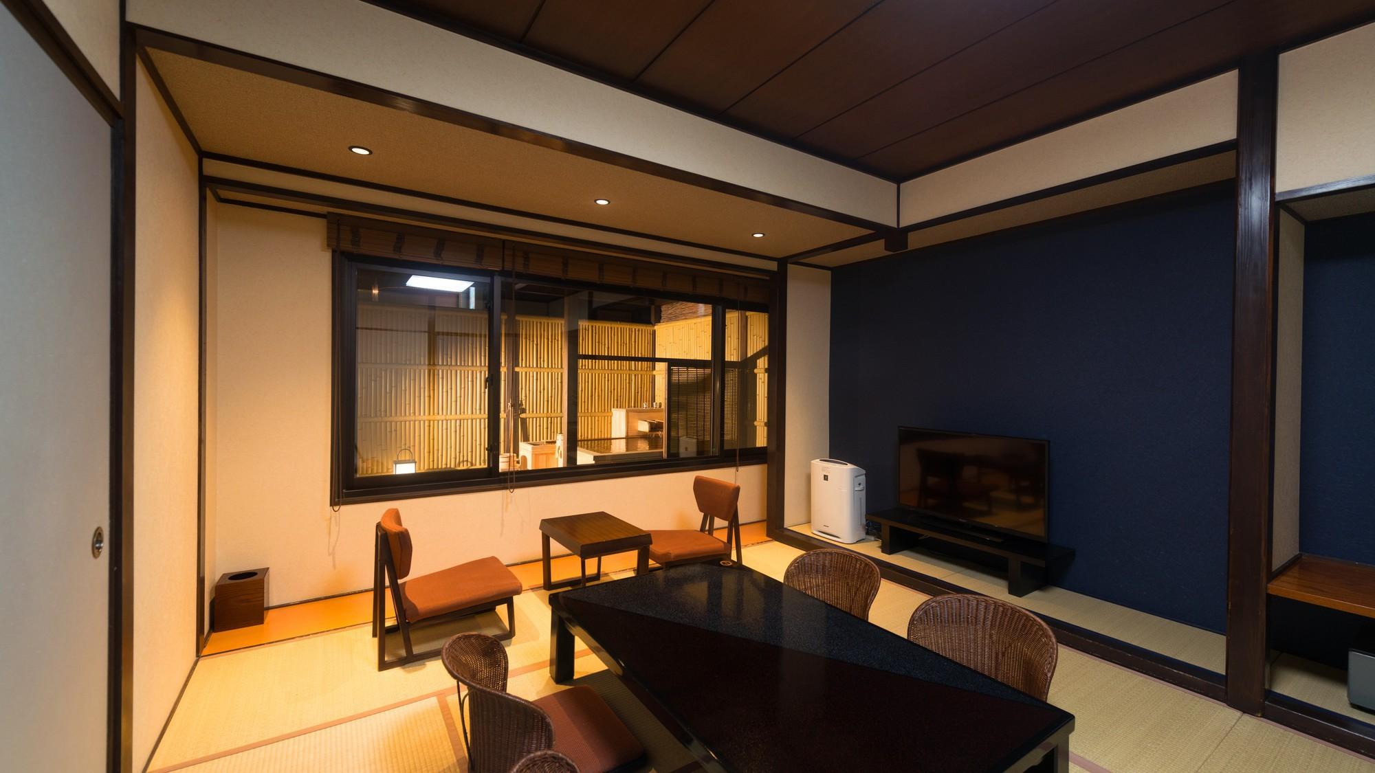【半露天風呂付客室・和室10畳】客室部分は10畳の和室