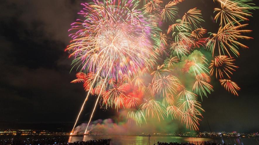(夏)【花火大会】諏訪湖を彩る色鮮やかな花火♪(※大会)