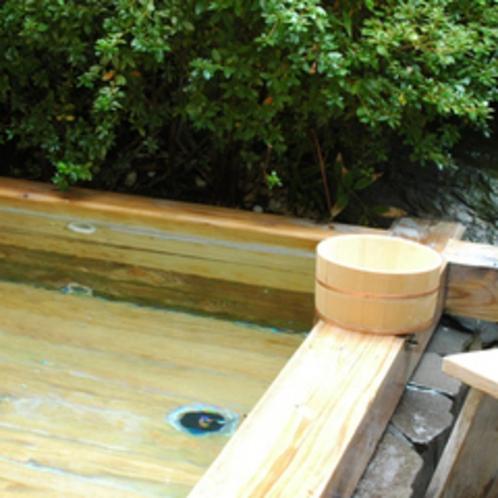部屋付き露天風呂(ヒノキ風呂)