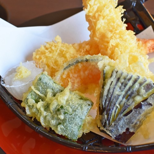【海老天ぷら御膳】自慢のサクサク天ぷら