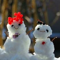 雪遊び♪雪だるまの親子も楽しげ♪