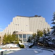 ウイングタワー館の外観(冬)