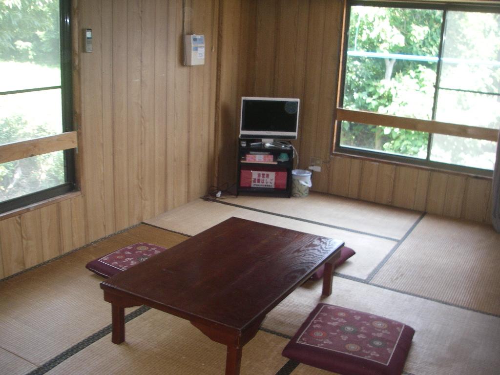 客室9畳間(暖房・灯油ファンヒーター)
