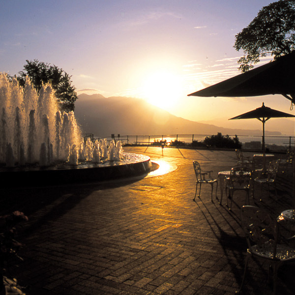 桜島から昇る朝日(噴水広場より)
