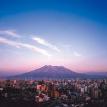 夕焼け色に染まる桜島