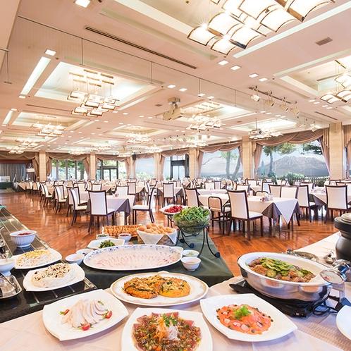 【朝食ビュッフェ】開放的な空間のなか、80種類の和・洋ビュッフェ料理がお楽しみ頂けます