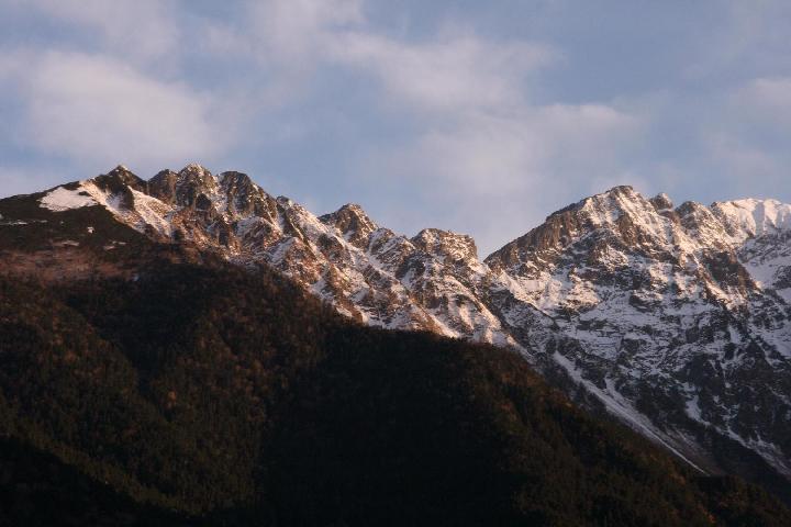 秋の穂高連峰の朝焼け