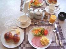 コンチネンタルの朝食735円
