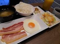 ベーコンエッグ和定食(朝食)
