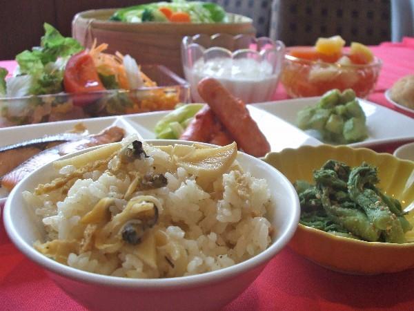 春アサリと筍の炊き込みご飯、地元産タラの芽の胡麻味噌あえ、他多数
