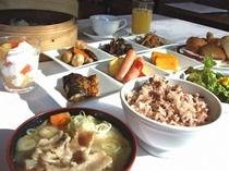 朝食(古代米、豚汁、他)