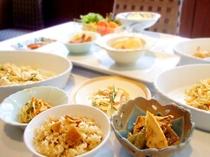 筍の炊き込みご飯、筍とふきの土佐煮、筍とセリの春サラダ、筍と青唐辛子の旨辛黒胡椒和え、他