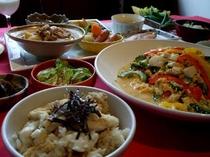 鯛の炊込みご飯、苦瓜ゴーヤチャンプルー、夏エンドウのおひたし、他多数ご用意しております♪