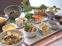春アサリと海の幸ワカメの炊き込み、上州肉じゃが、山ウドの西京煮込、他