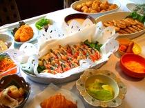 新玉葱と彩りトマトのオーブン焼き、和風豆腐ハンバーグ、蟹風味蒲鉾の磯辺フリッター、他