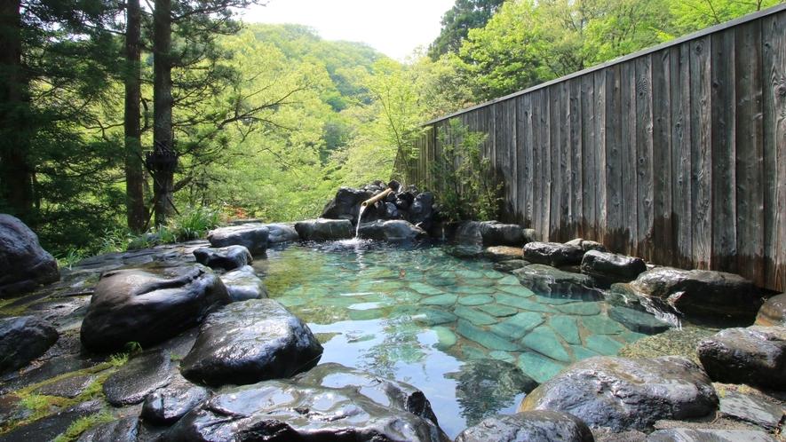 滝見露天風呂(男湯)ご入浴時間:7時から23時まで※温泉ではございません